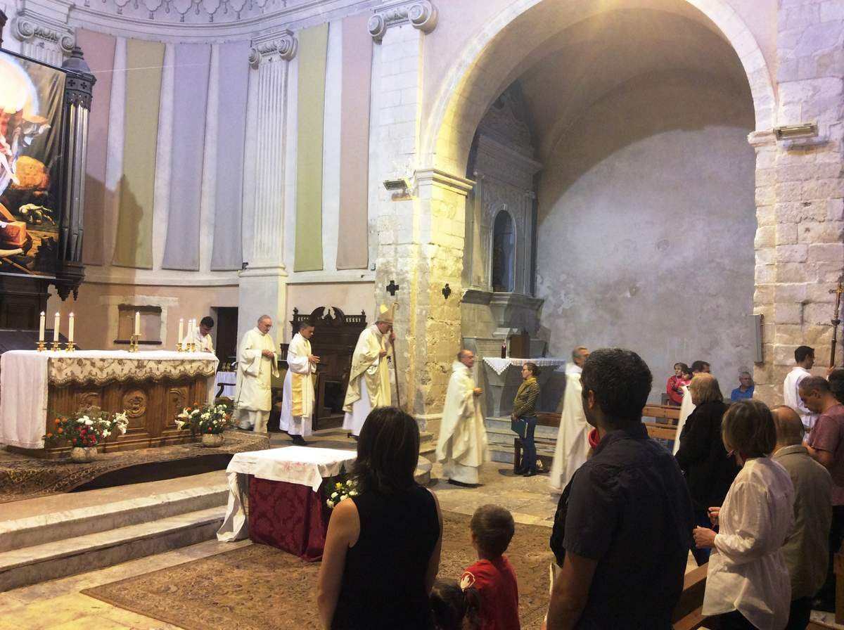 Saint Genest, samedi soir, La Madeleine, dimanche matin. Deux églises combles !!!! Martigues a fêté son Bienheureux Gérard, en présence de membres de l'Ordre de Malte et des organisations caritatives qui agissent sur la ville.