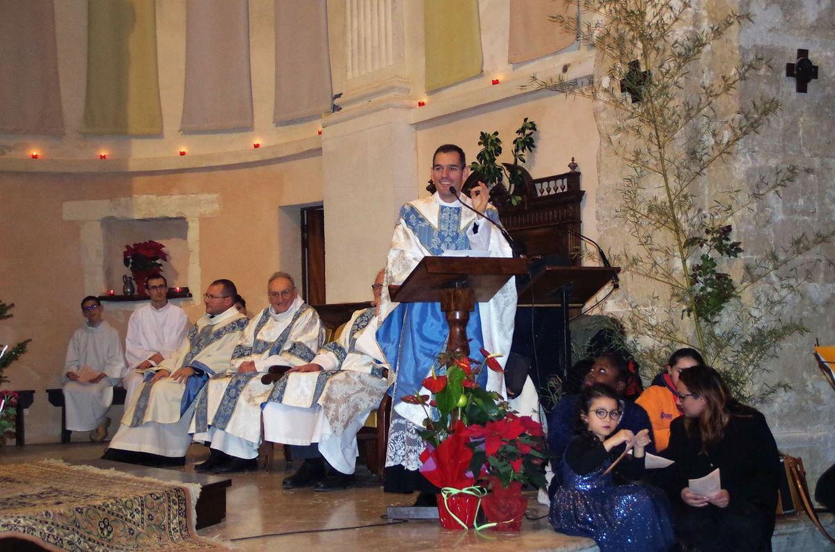 """Message reçu : """"Merci à notre paroisse pour cette magnifique messe hier soir ! Qu'il était bon d'être dans notre église Saint Genest pour la Veillée de Noël."""" P.T."""