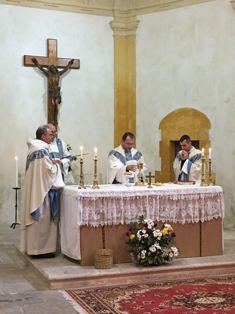 Dimanche des fiancés : comme chaque année, nous avons accueilli ce dimanche les fiancés qui vont recevoir le sacrement de mariage durant l'année 2019. Nous aurons à cœur de prier plus spécialement pour eux.
