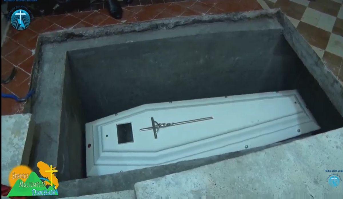 Samedi à eu lieu la translation de Laure Sabes dans la basilique de Notre Dame de la Délivrande. Annonce de l'ouverture du procès en béatification.