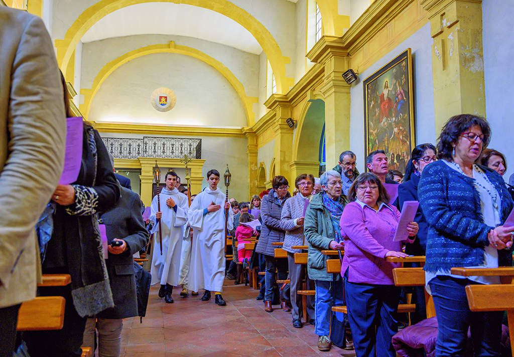 Institution aux ministères de lecteur (service de la Parole) et d'acolyte (service de la Prière communautaire et de l'Eucharistie) de Patrick ALOUIN par notre évêque, Mgr DUFOUR. Photos Alain Espinosa.