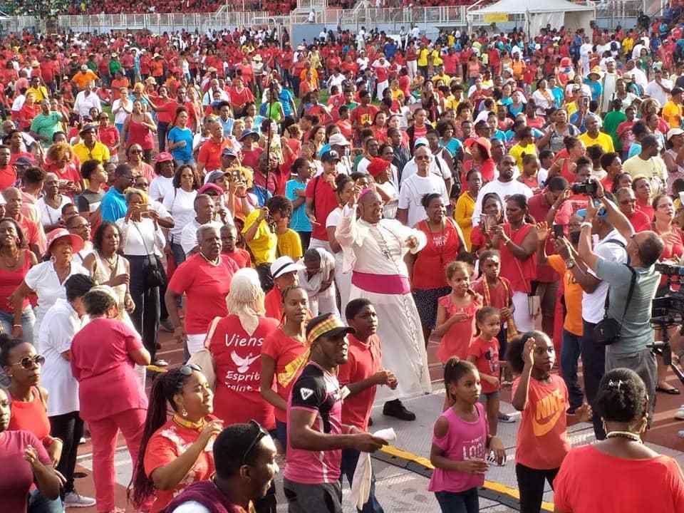 A voir la troisième vidéo envoyée par notre chère Soeur Nicaise : Le flashmob géant pour la Fête de la Pentecôte à Fort de France (Martinique) avec Mgr David Macaire et nos Soeurs