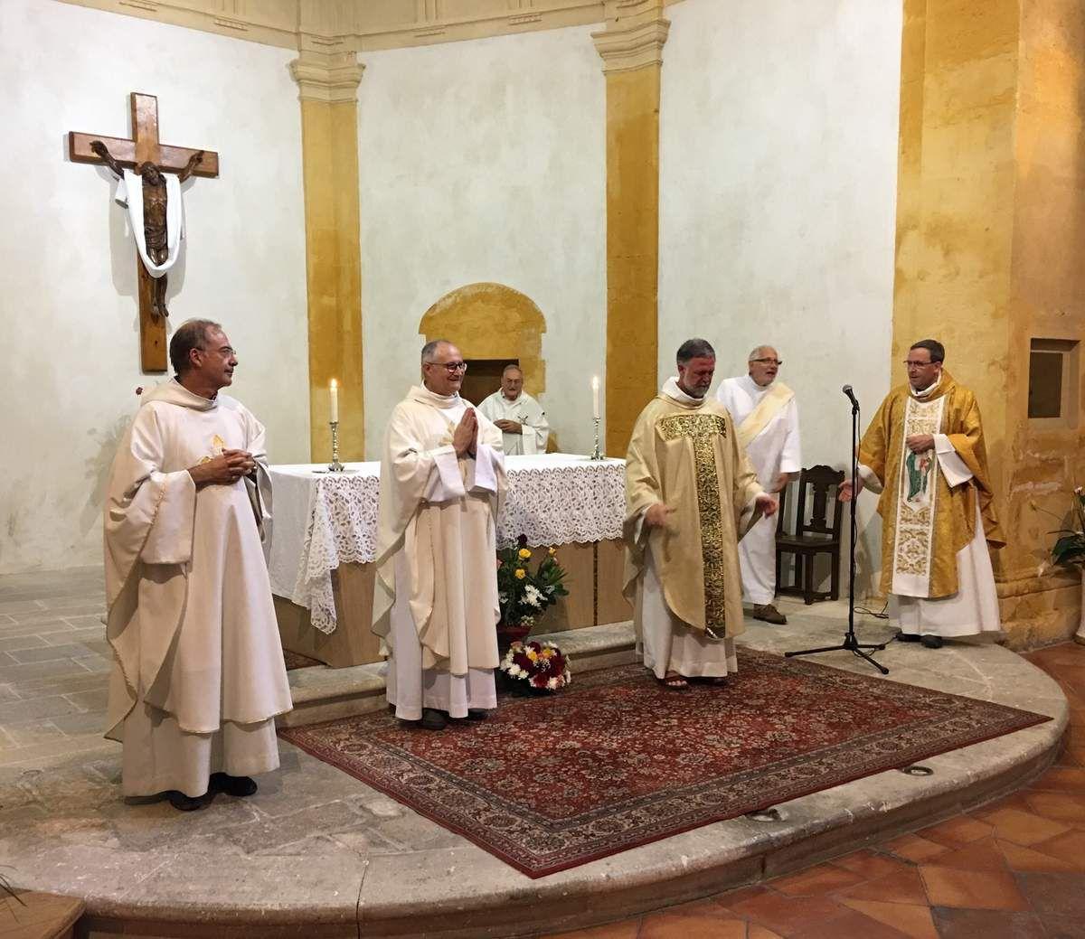 Les Pères Thierry CHARPENTIER, Jean-Luc MICHEL, Michel ISOARD et Benoît DELABRE ont célèbré ensemble leurs 25 ans de sacerdoce.