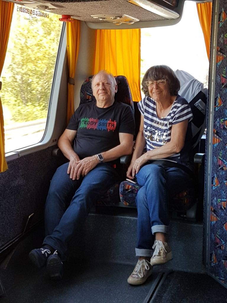 Hospitaliers et malades en route vers Lourdes
