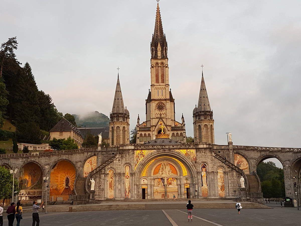 Départ pour la Procession mariale hier soir et la Messe internationale ce matin