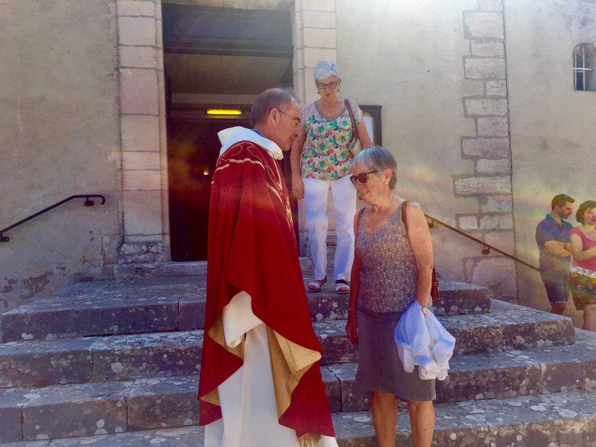 L'église de Saint Julien était comble ce matin pour le départ du Père Benoît.