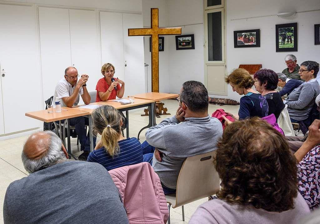 Les femmes : exposition photos d'Isabelle Charlent et conférence-débat animée par Juliette Gaté et Bertrand Kaczmarek.