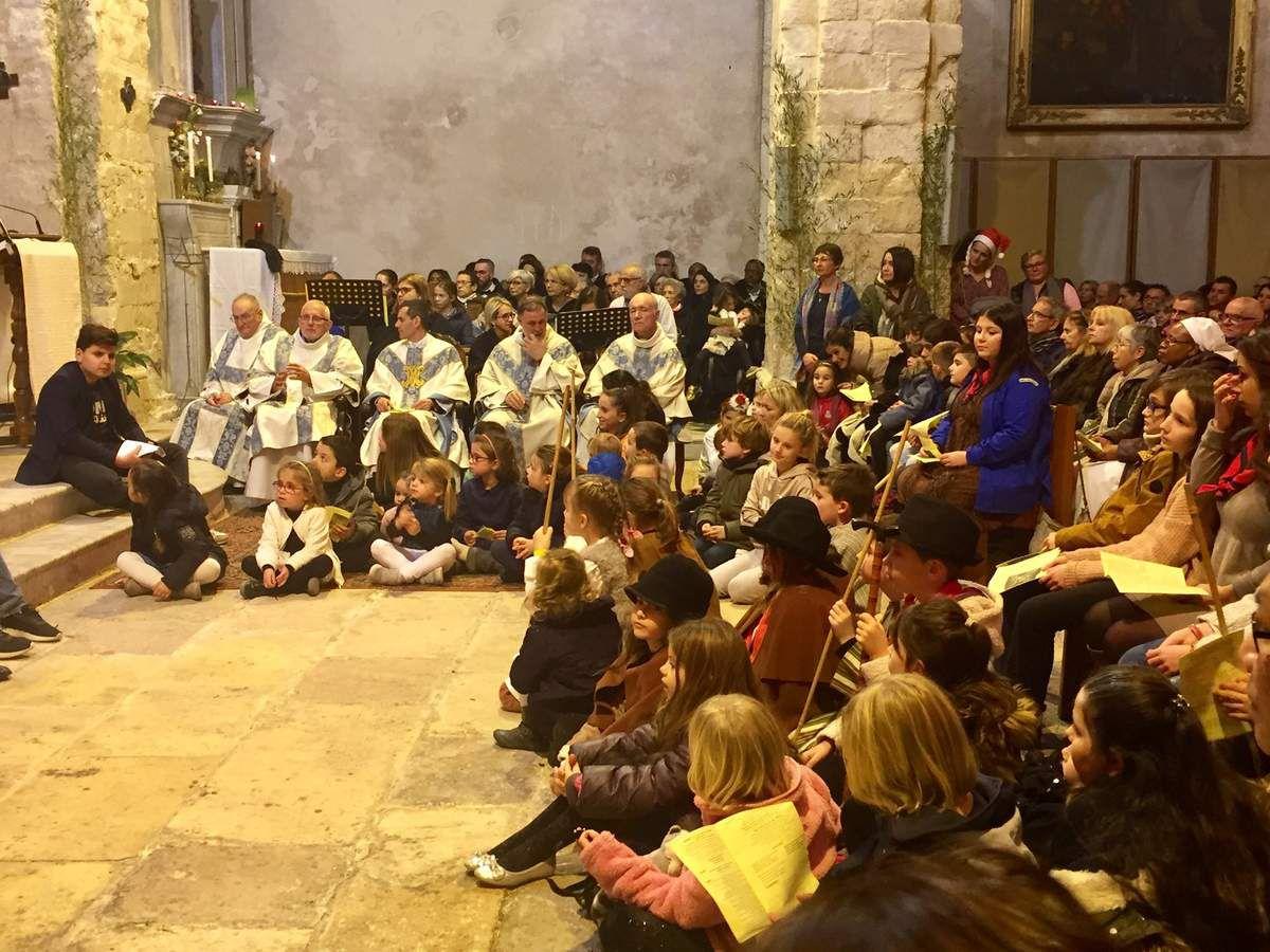 C'est dans une église bondée qu'a eu lieu la Messe solennelle de Noël à Saint Genest.