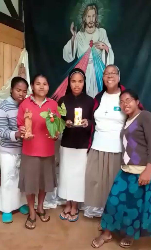 CHRIST EST RESSUSCITÉ, IL EST VRAIMENT RESSUSCITÉ ! À MADAGASCAR AUSSI !