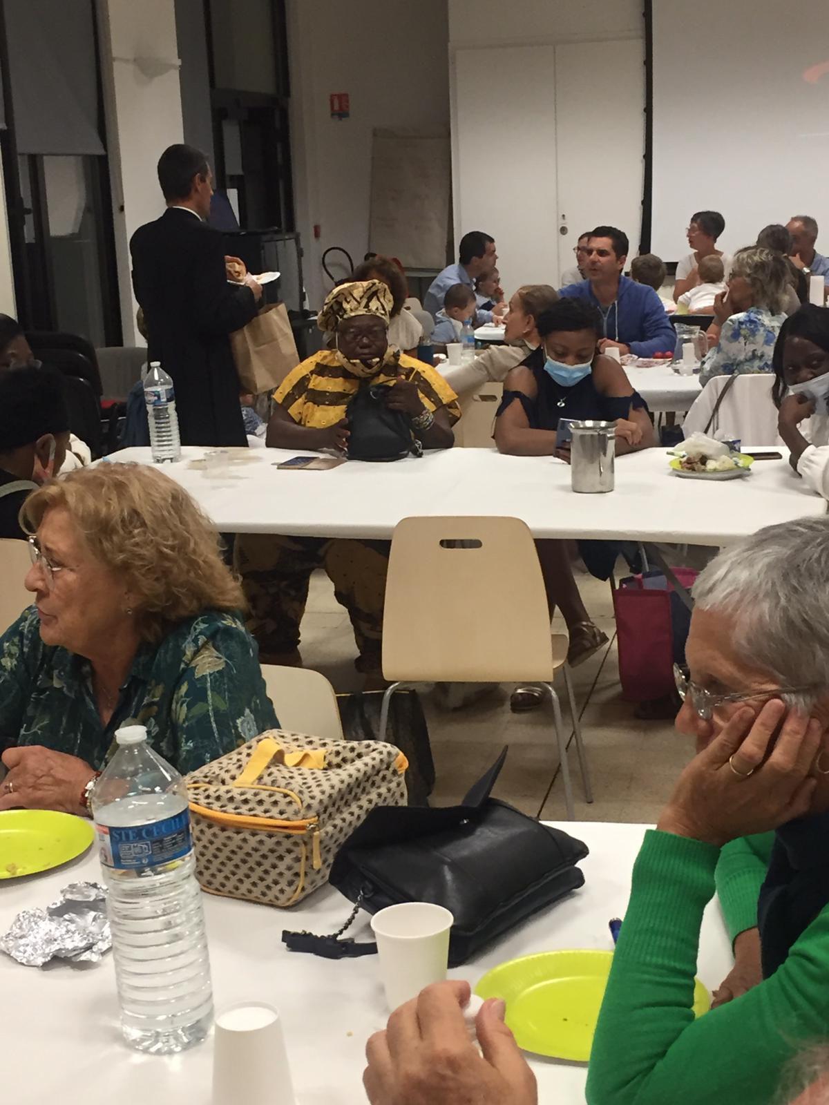 Un repas partagé respectant les consignes sanitaires a eu lieu samedi soir à la Maison Saint François.