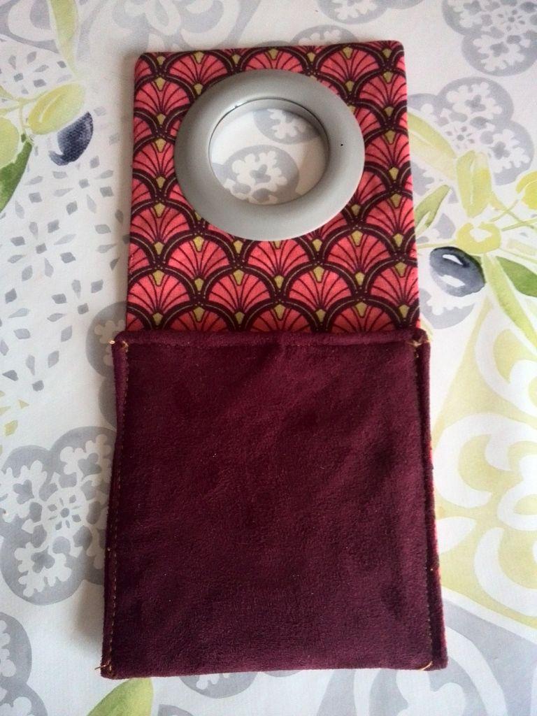 Porte chargeur de portable en couture