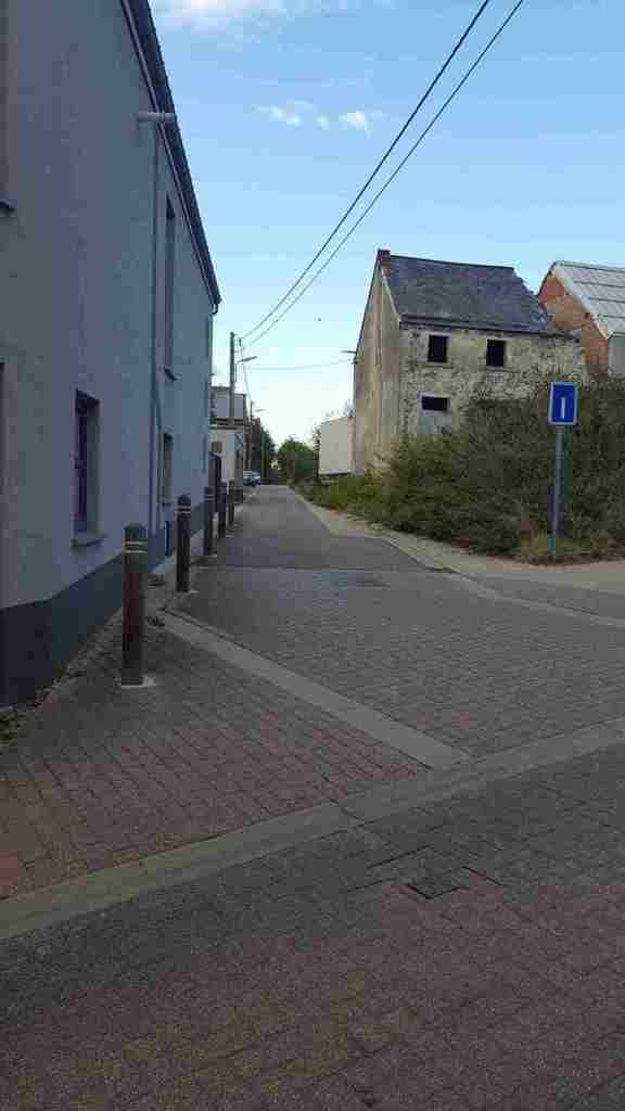 Encore une rue sans nom dans la Cité des Tchats!