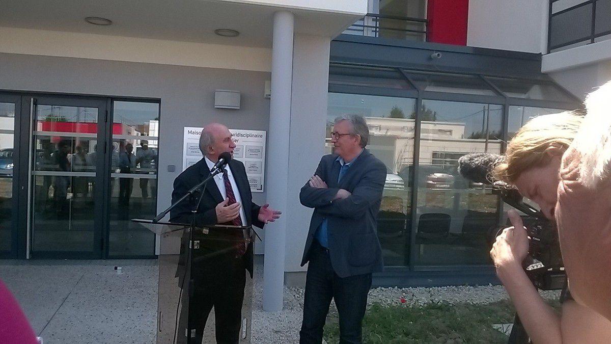 Alain Philibert remerciant chaleureusement Pierre Laurent d'être venu à St Vallier