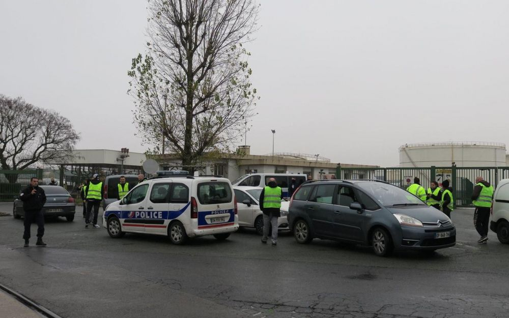 Seine-et-Marne : une trentaine de Gilets jaunes bloquent un dépôt pétrolier à Compans
