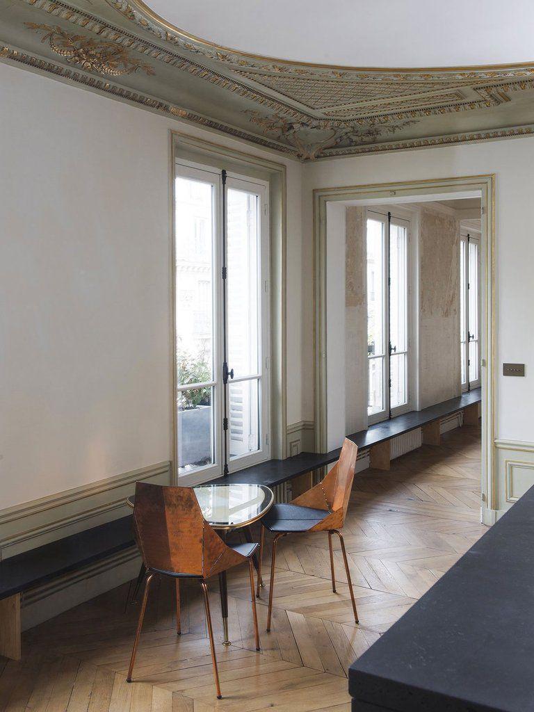 Epure bourgeoise dans un appartement parisien