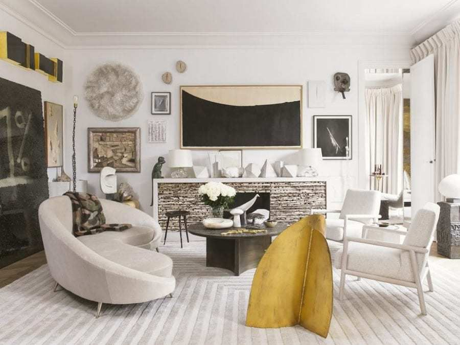 Classique, ethnique et arty, un appartement aux Invalides
