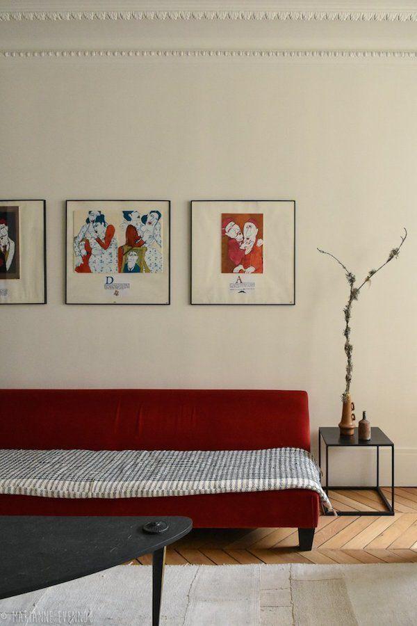 Des teintes sombres et sourdes pour un appartement parisien