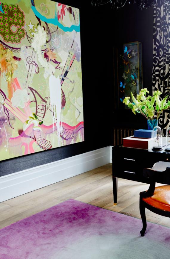 Dérision joyeuse dans un appartement londonien