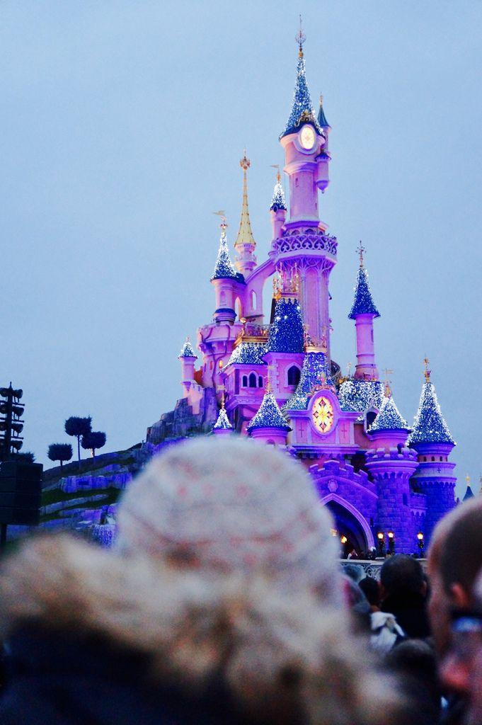 Chapitre 28 : Ton premier Disneyland Paris.