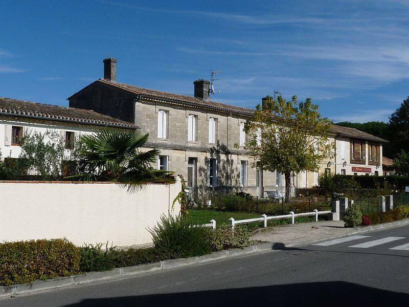 Civrac de Blaye Saint Savin via Saint Christoly