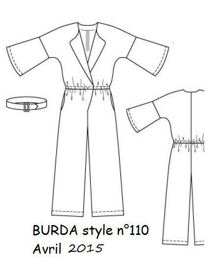 combinaison large, kimono croiséavec la partie pantalon, fermée par un bouton, elastiquée, à la taille. Manche evasée, bas pantalon audessus des cheville