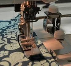 guider le bord du tissu