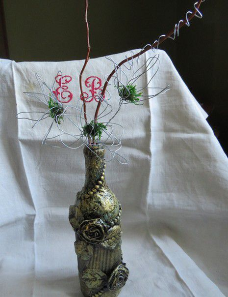 des vases en mixed media