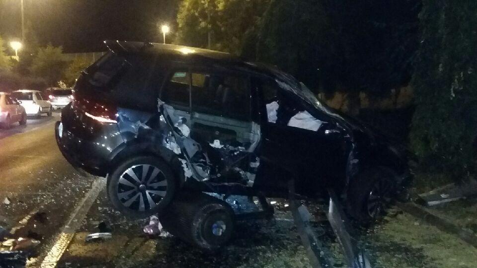 Une voiture détruit l'arrêt de bus rond-point Pierre Sémard Turgot à Aulnay-sous-Bois !