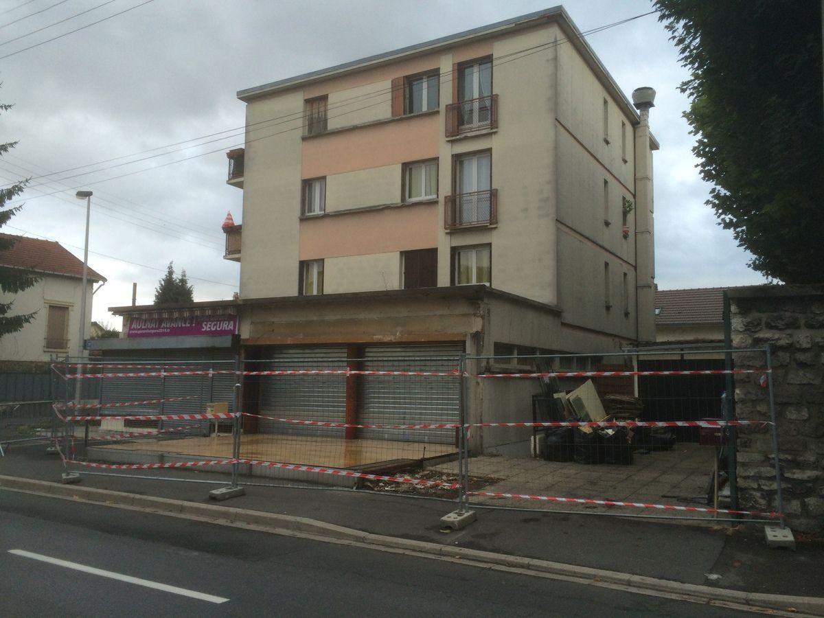Rénovation du restaurant chez David à Aulnay-sous-Bois suite à un spectaculaire accident de voitures