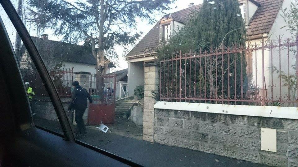 Un arbre tombe sur la toiture d'un pavillon rue Legendre à Aulnay-sous-Bois !