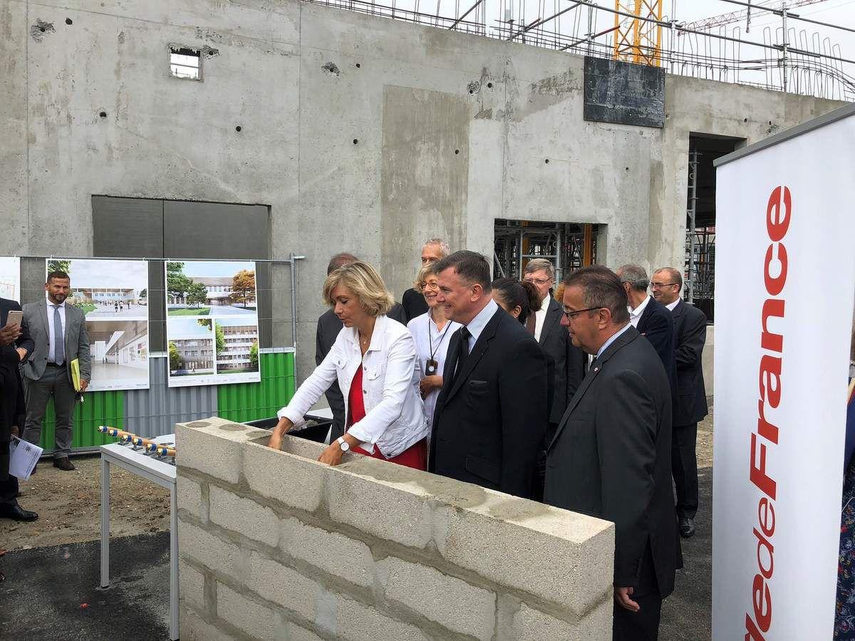 Bruno Beschizza ravi de l'avancée des travaux de rénovation du lycée Voillaume à Aulnay-sous-Bois