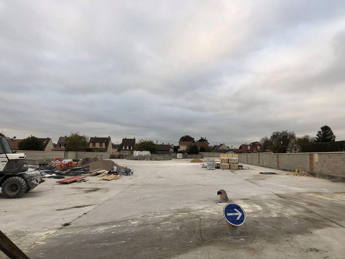 Parking et terrain scolaire multisport sur l'ancien site de l'usine d'amiante à Aulnay-sous-Bois