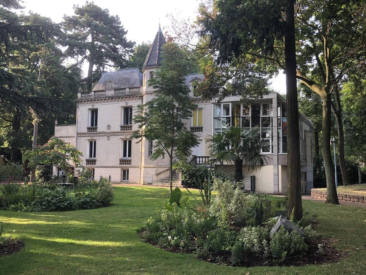 Travaux d'amélioration à la bibliothèque Dumont à Aulnay-sous-Bois