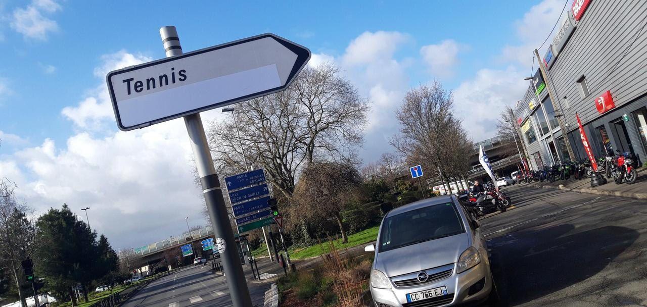 Les panneaux Tennis de la Négresse à Aulnay-sous-Bois ont été masqués