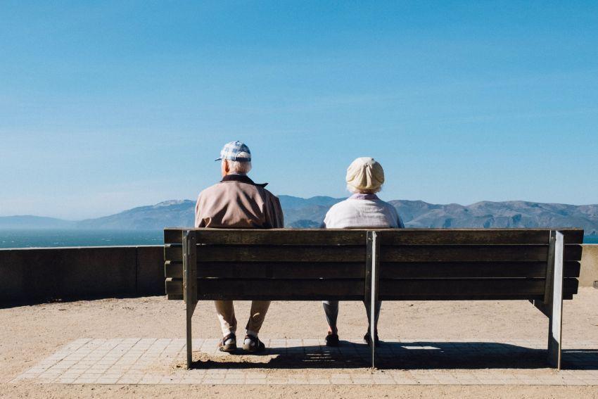 """L'âgisme : dommage collatéral des politiques de financement du """"grand âge"""" ?"""