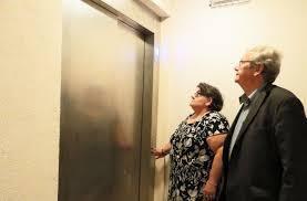 19 07 23 Les vieux ne prennent pas l'ascenseur  : ils n'en ont pas !!!