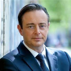NON, BART DE WEVER N'EST TOUJOURS NI UN POLITICIEN ACCEPTABLE NI UN CHEF DE PARTI HONORABLE (18/12/2010-22-12-2012) (REEDITION)