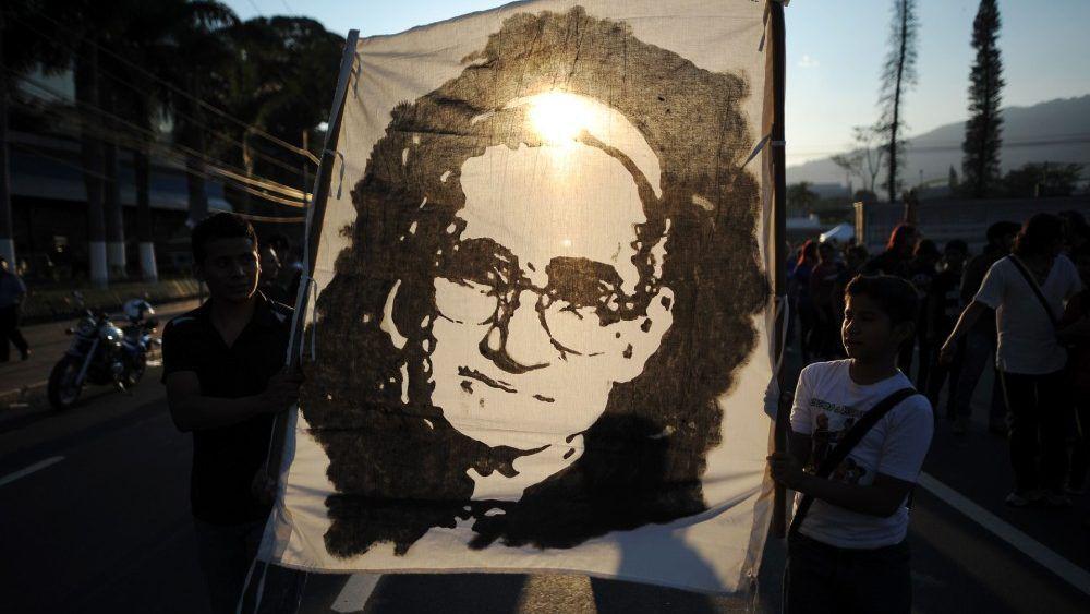 Image de Mgr Romero vénéré par son peuple