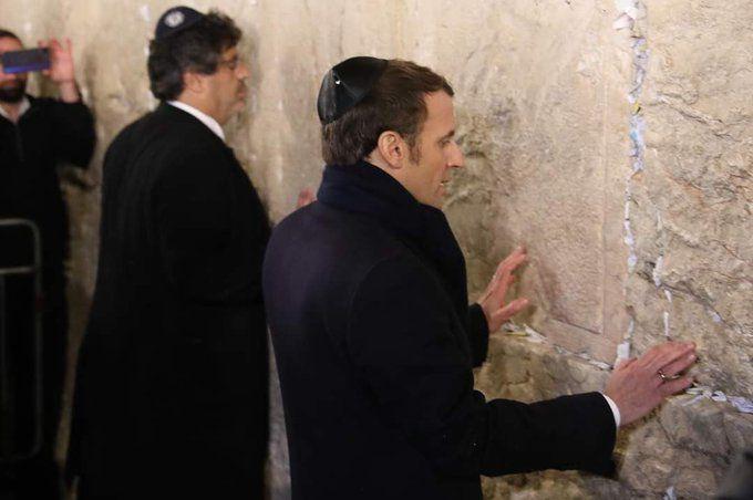 Macron au mur des lamentations moins laïc qu'aux funérailles  du Président Chirac
