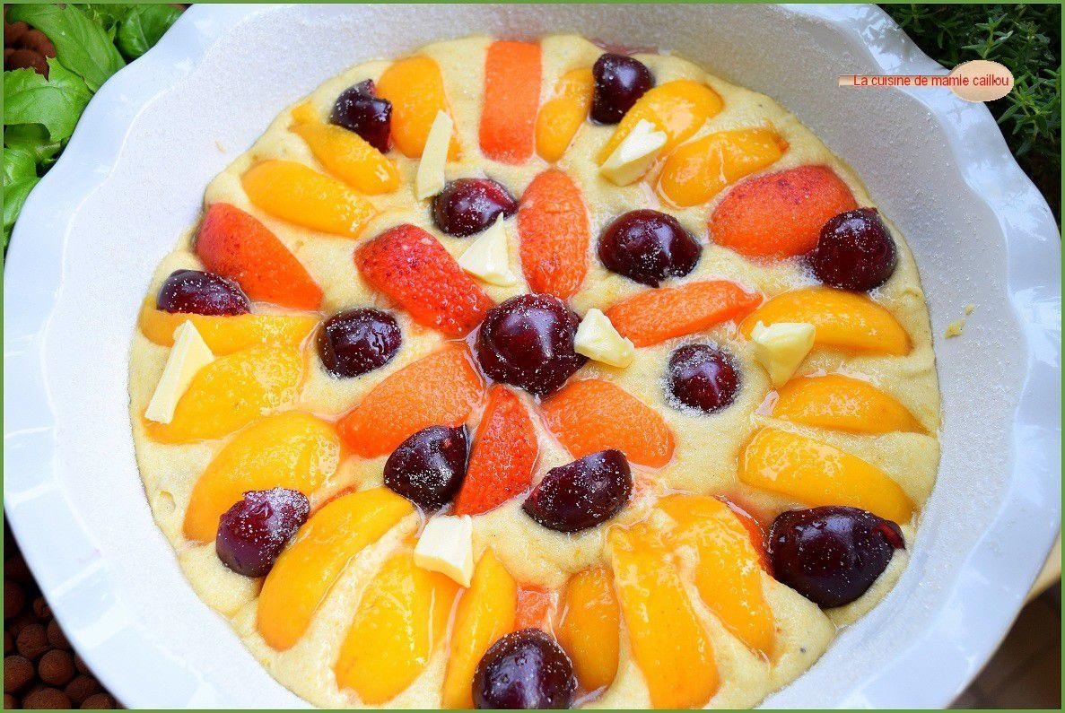 Gâteau très moelleux aux fruits d'été et sirop de verveine citron