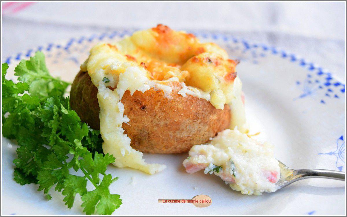 Jolies pommes de terre farcies au fromage frais, lardons et ciboulette...