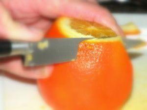 Aiguillettes d'oranges confites...si vous voulez des orangettes pour Noël, il va falloir vous y mettre très vite !
