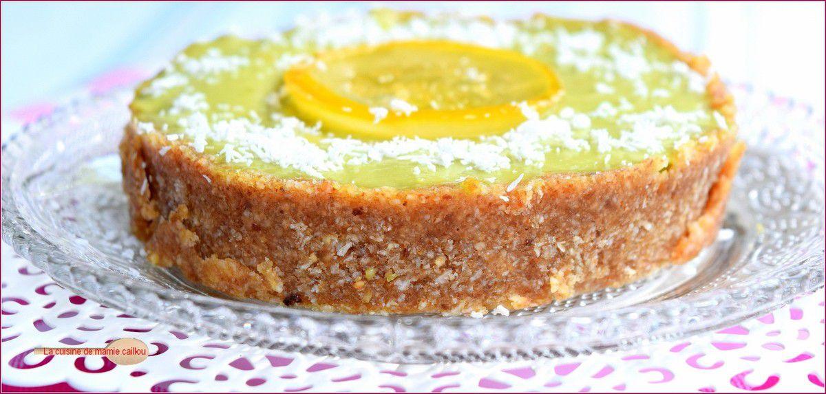 Tarte au citron toute crue...avocats, dattes, noix coco et citrons, ça donne une tarte pas tout à fait comme les autres !