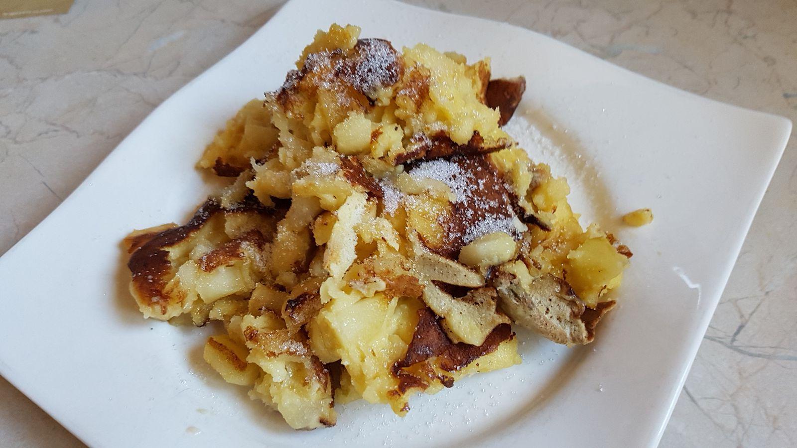 Crêpe aux pommes                                                 ou Kaiserschmarren ou Pasteras aux pommes