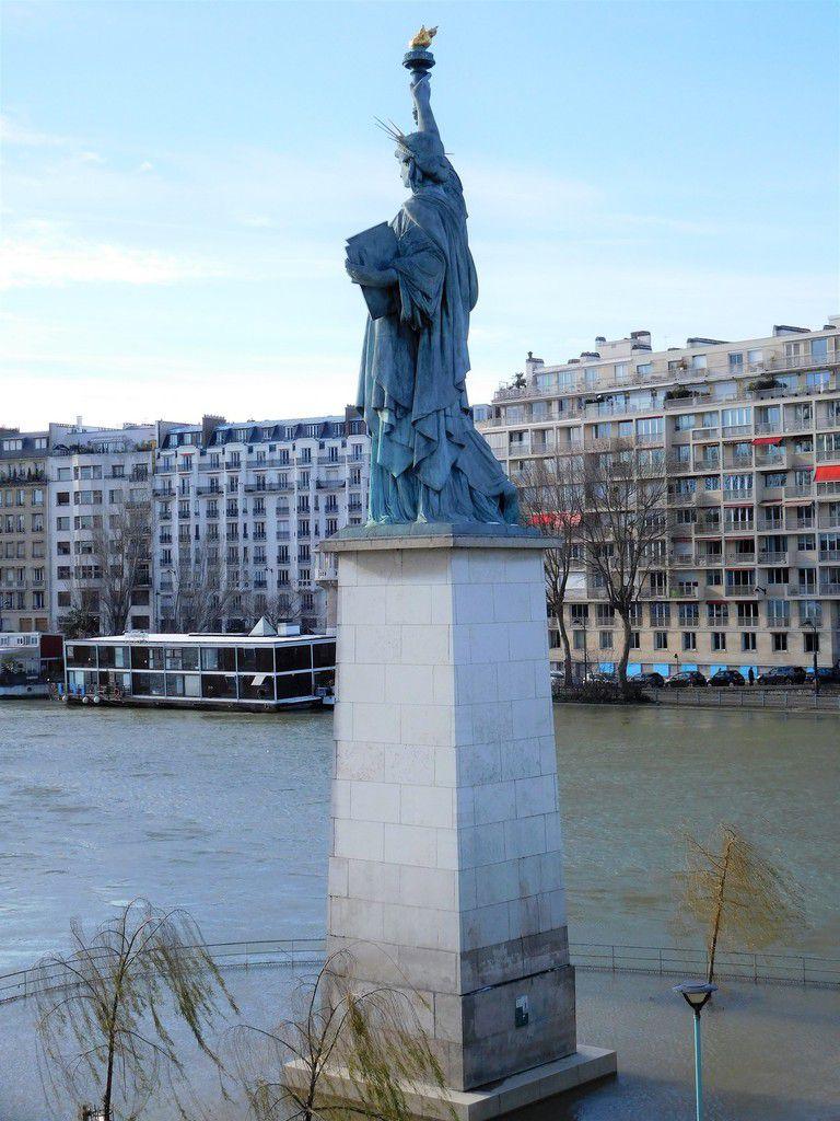 LES YEUX D'EMMA... QUELQUES IMAGES DE PARIS SOUS LA NEIGE ET DE LA CRUE DE LA SEINE.
