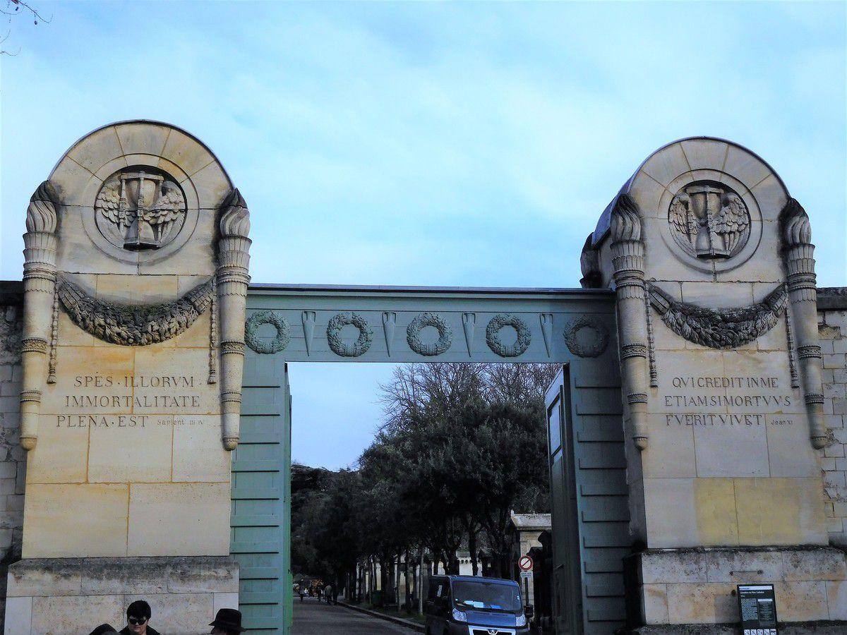 LES YEUX D'EMMA... LES CIMETIERES  DE  PARIS.