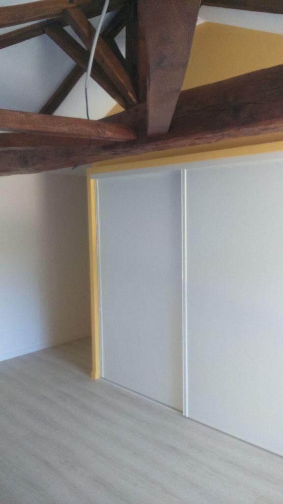 Bureau de l'étage, cuisine équipée, la plonge et piano dans cuisine conserverie, hangar et vue de la façade de la maison!