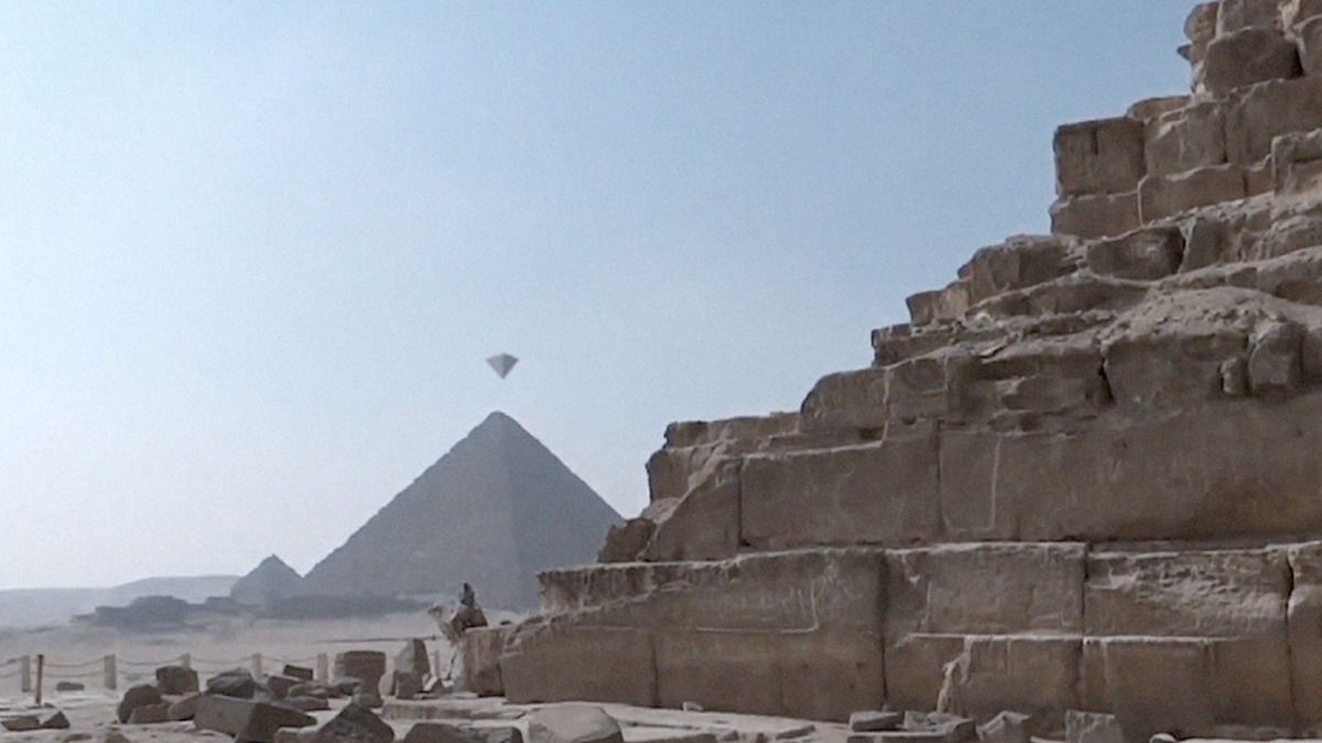 UFO FLEET over GIZA PYRAMIDS !!! April 2016