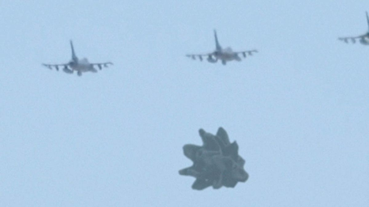 UFO escorted by Jet Fighters over US military base in TURKEY !!! June 2016