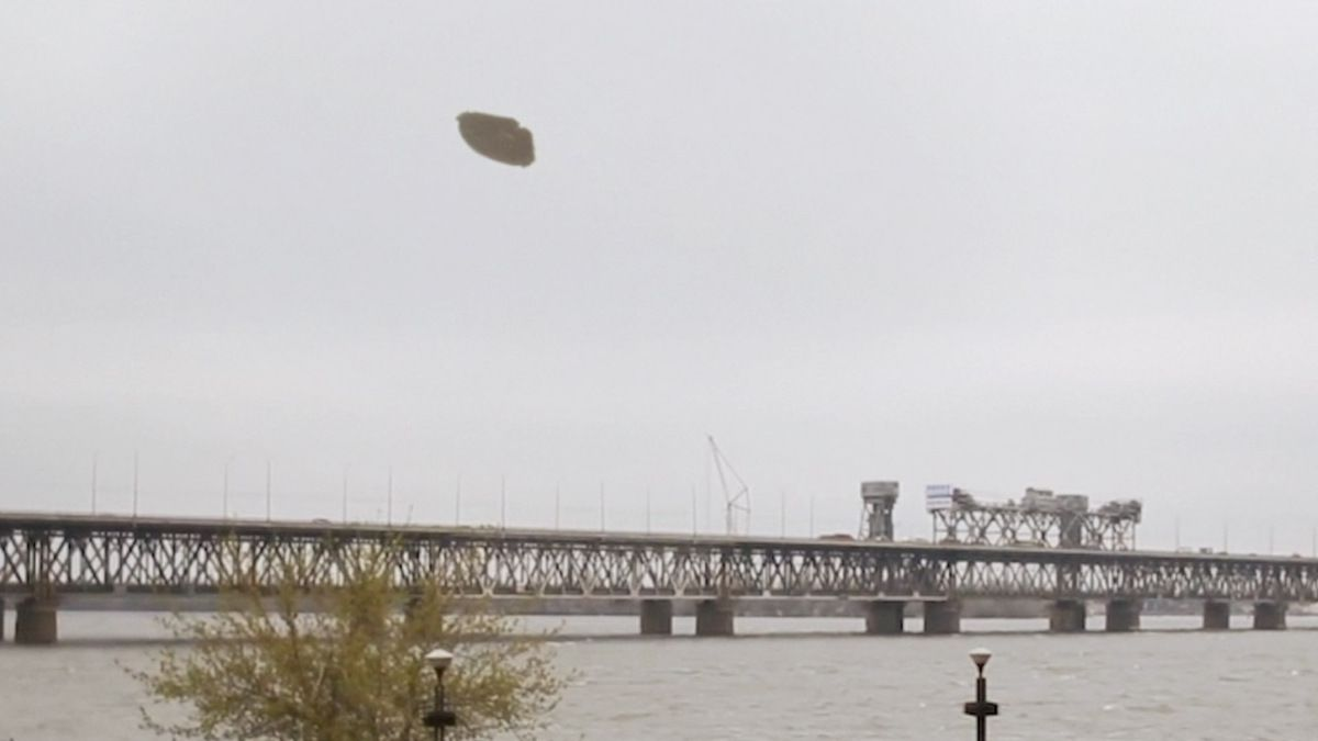 UFO filmed over bridge in CHINA ! Nov 2016